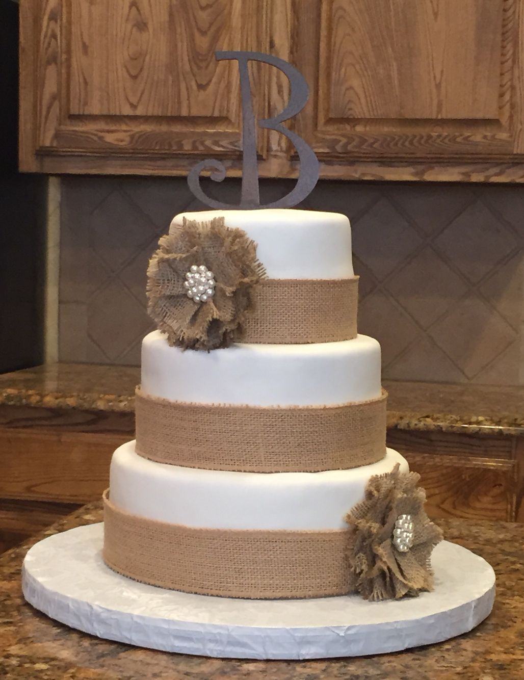 Chabby Chic Wedding Cake Country Wedding Cake With Burlap