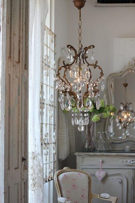 Love This Pretty Liddle Corner Charming Chandelier Vintage Décor Home