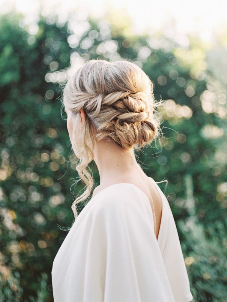Gorgeous updo wedding hairstyle #updo #weddinghairstyle