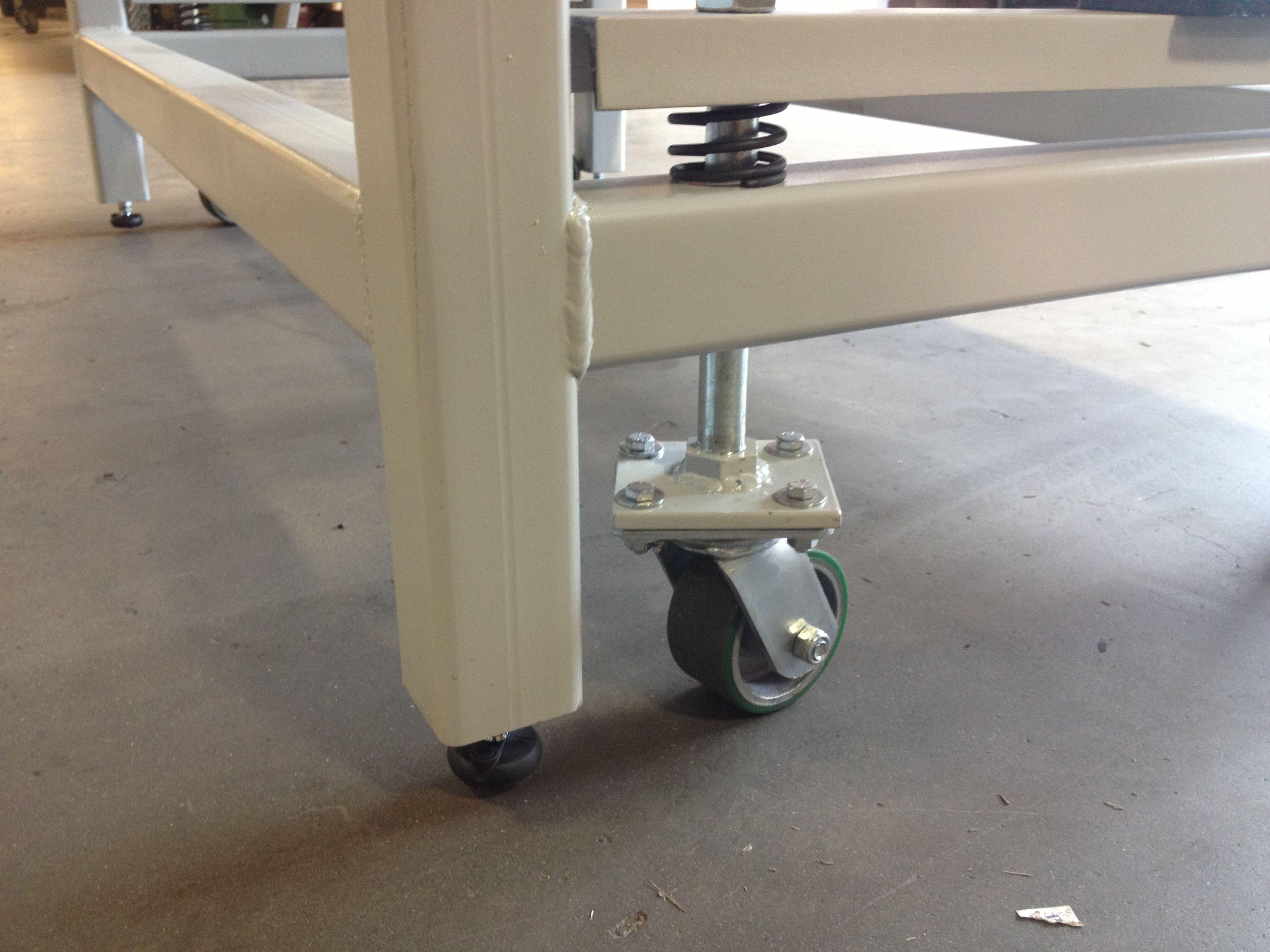 Heavy duty work bench with retractable wheels Mattin