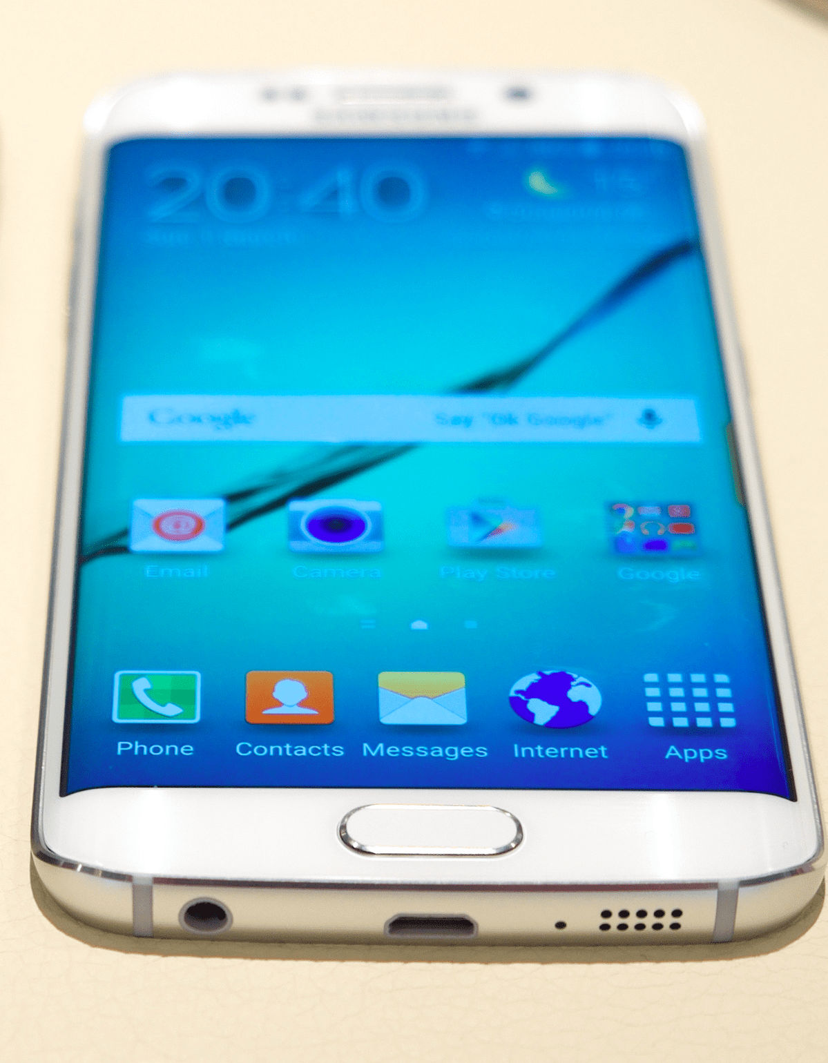 How Does the Samsung Galaxy S6 Compare to the iPhone 6