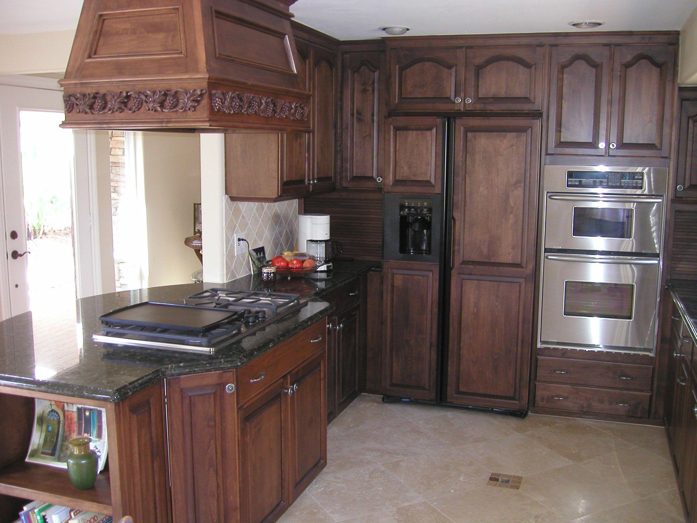 25 TRADITIONAL DARK KITCHEN Oak kitchen
