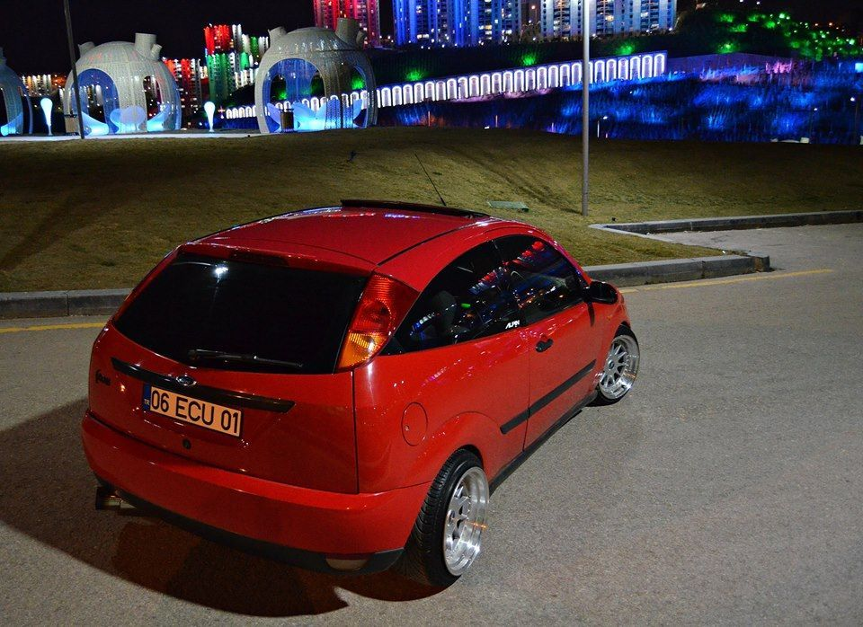 Red Ford Focus mk1, low, big rims FordFocus.ST Tuning