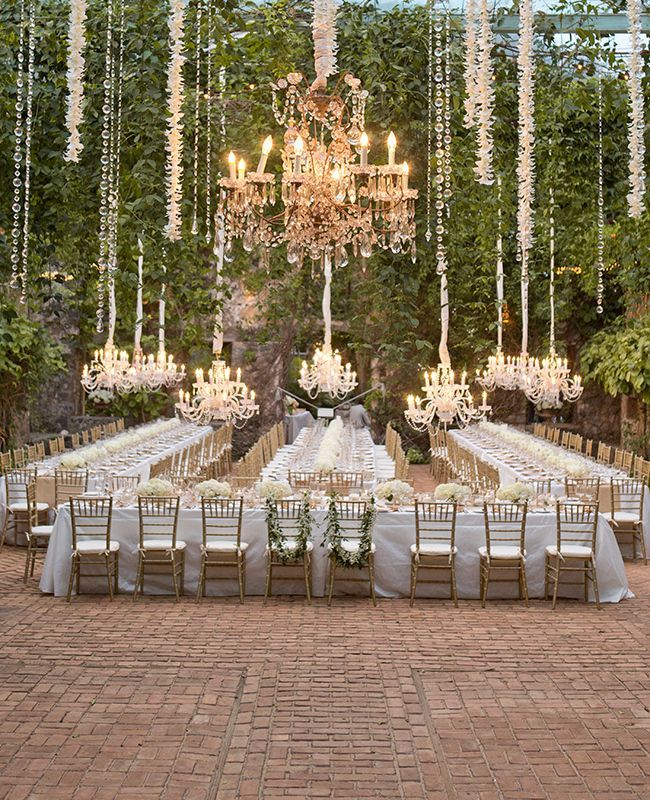 34 Najzaujimavejších Nápadov Na Svadobné Stolovanie A Výzdobu Outdoor Chandelierchandelier Wedding