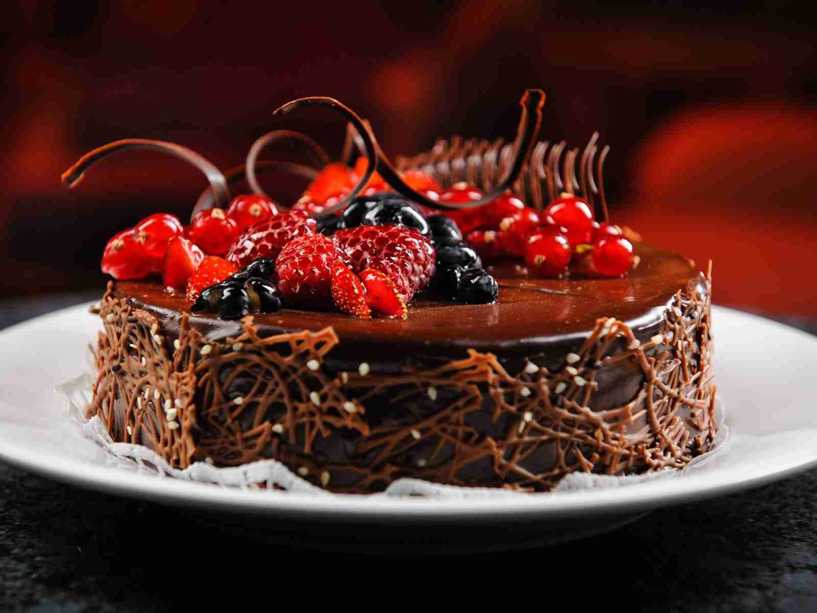 birthday chocolate fruit cake pic more on http://hbdwish