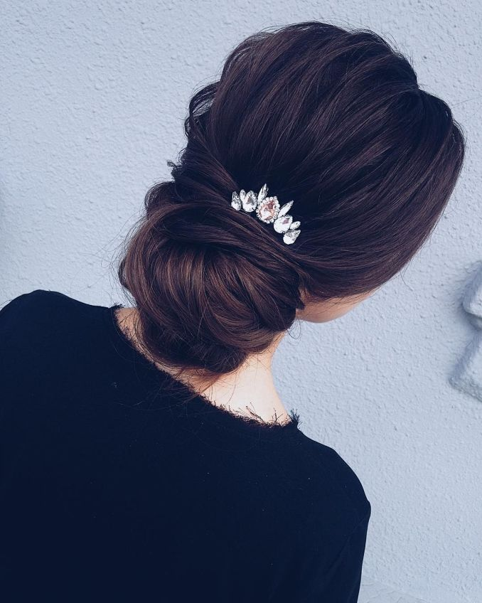 this pretty updo wedding hairstyle with hair accessories