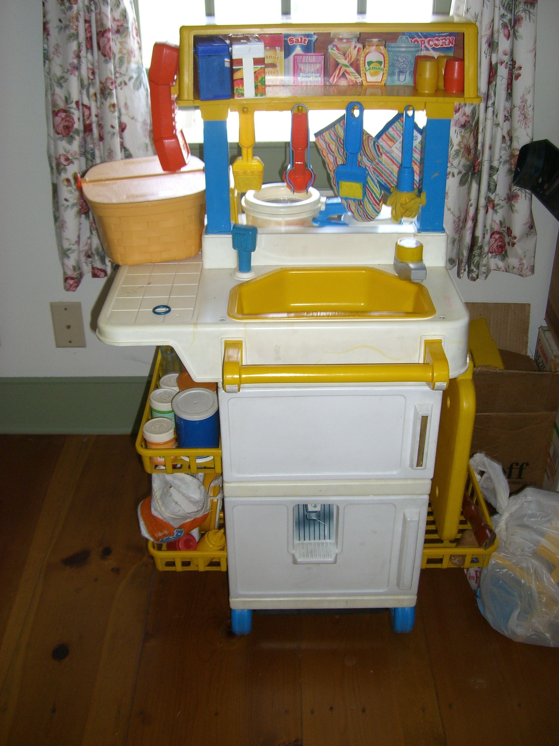Old Fisher Price Kitchen. looks almost exactly like how I