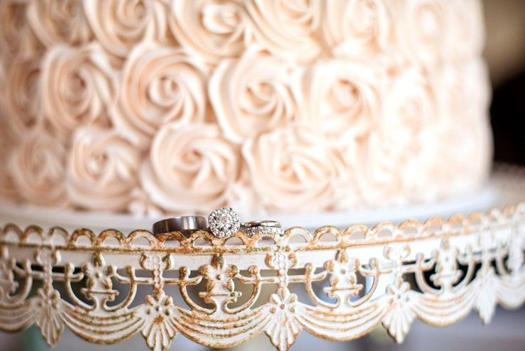 Wedding rings + wedding cake on vintage styled cake stand | sodazzling.com