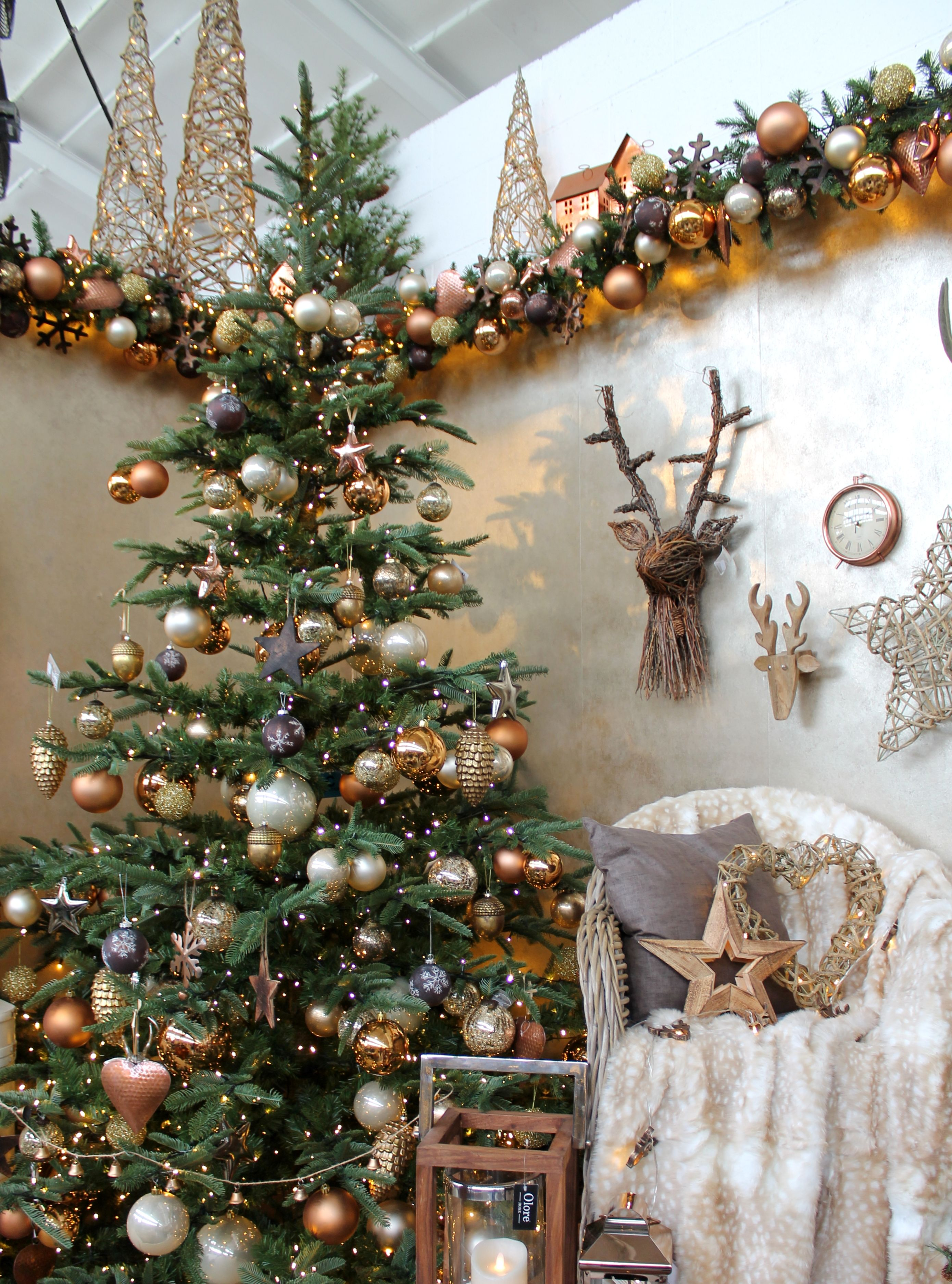 A Warm and Cosy Christmas Tree Design with Copper, Brown