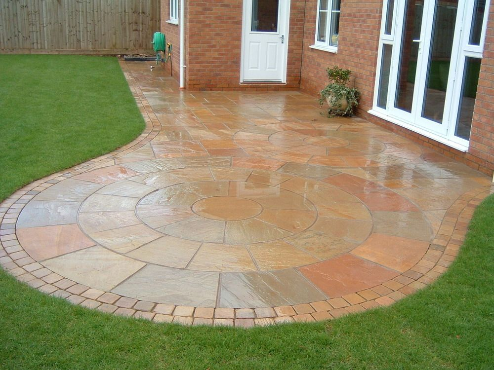 Circular paving in back garden. Make your home design
