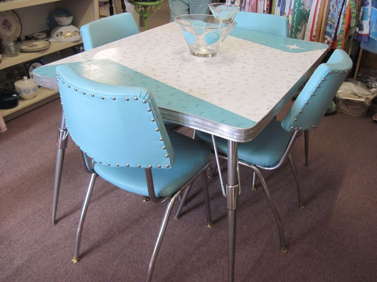 vintage 1950s kitchen table and chairs | http://sodakaustica
