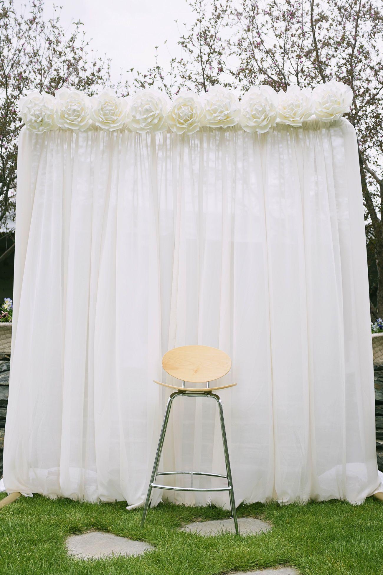 Simple, beautiful wedding background... ADD diy ♥ www