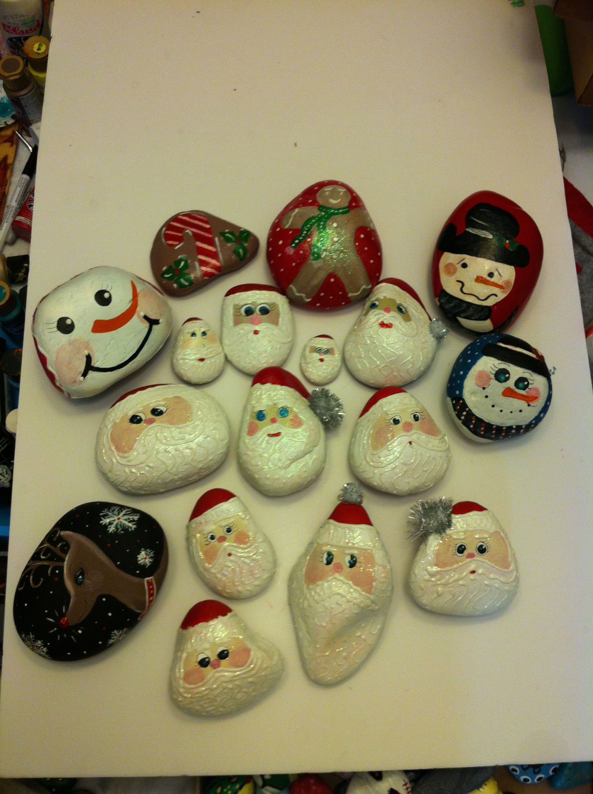 Christmas painted rocks Painted rocks by me Pinterest