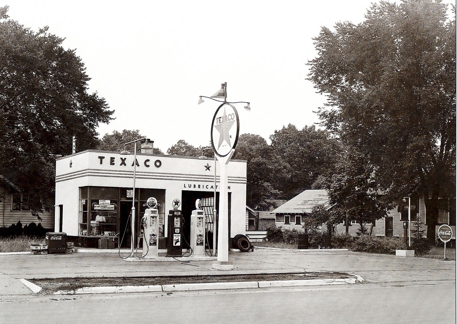 Texaco Apple AVE. Muskegon, MI 1941 old gas stations