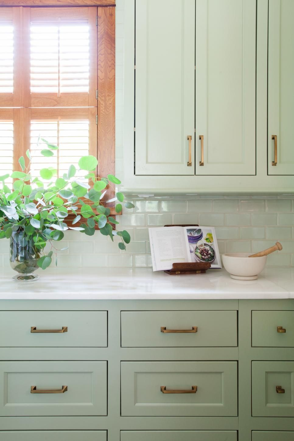 15 Ways to Decorate With Soft Sage Green Hue, Green