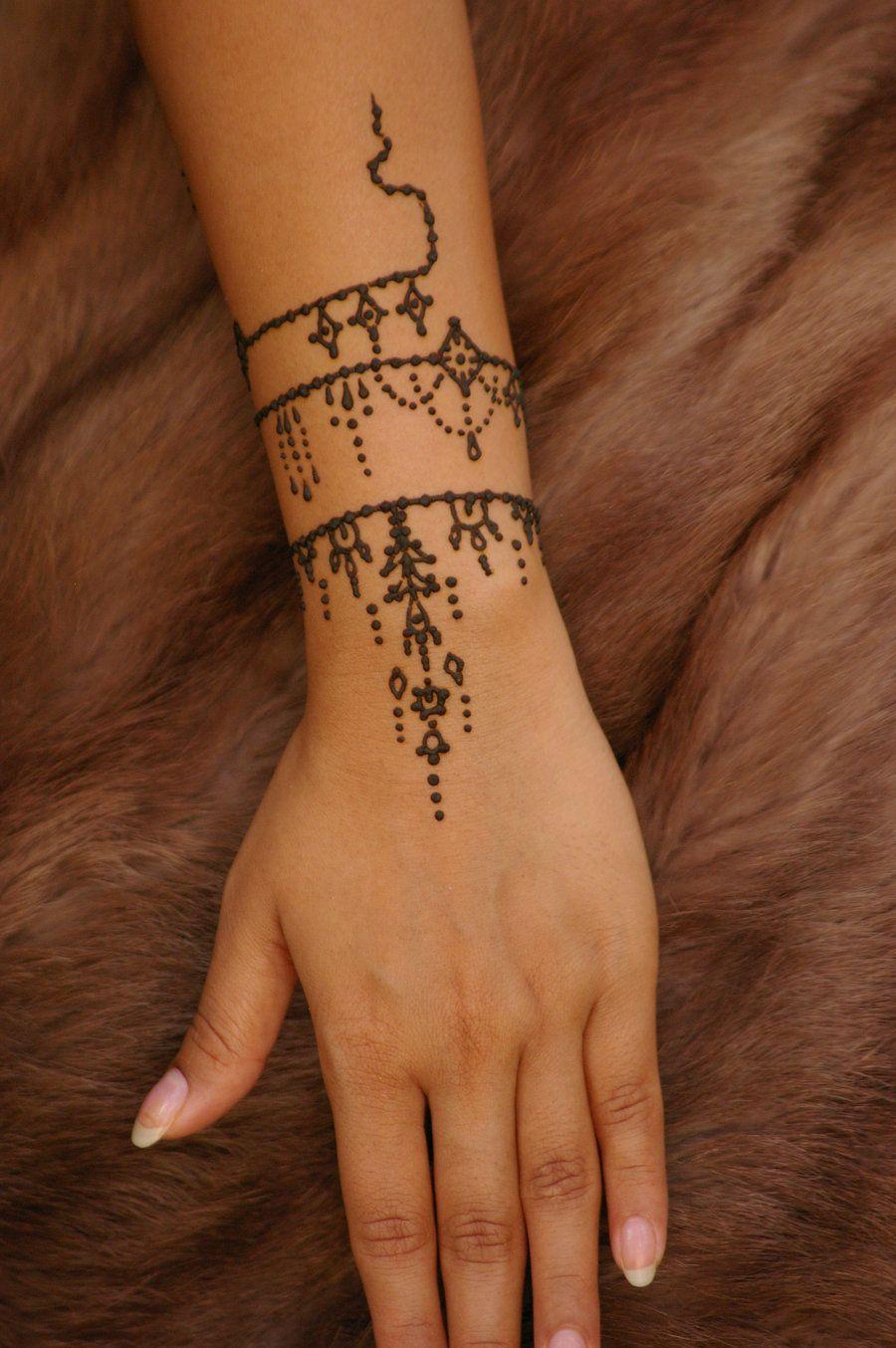 Simple Henna Tattoo On Hand Henna tattoo hand, Tattoo