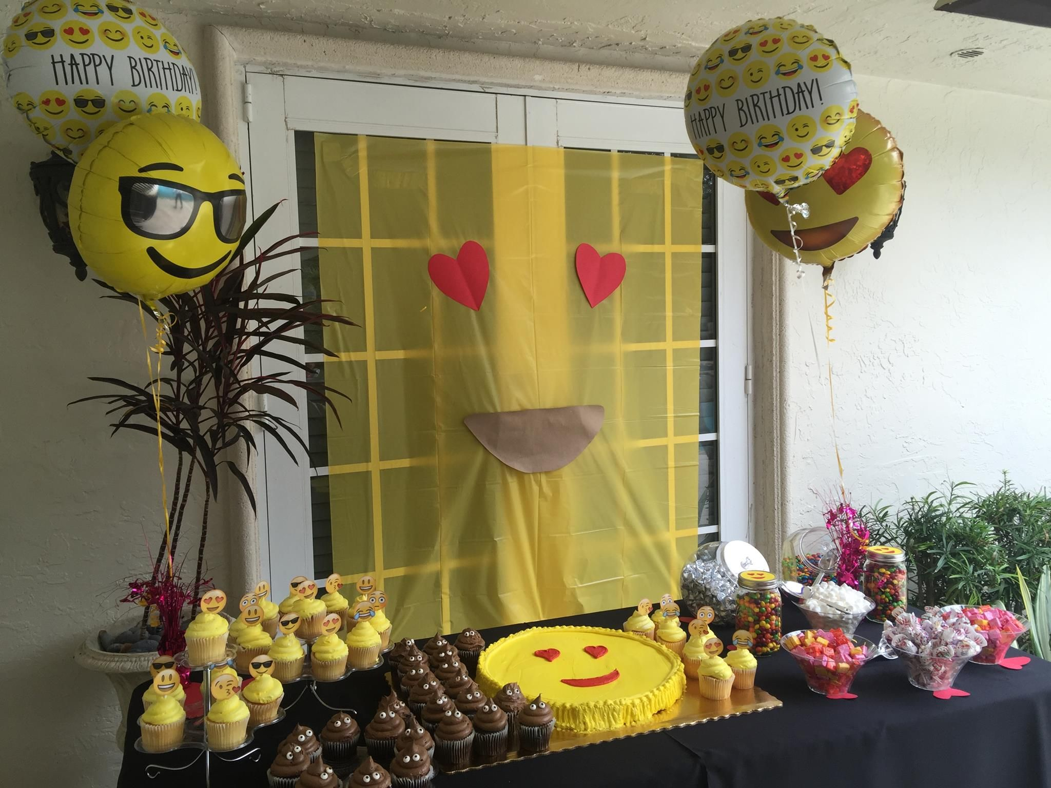 Emoji Party Ideas Publix Cookie Cake And Cup Cakes Party