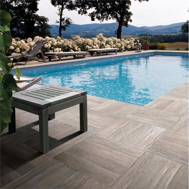 You can use woodlook porcelain tile to create a unique
