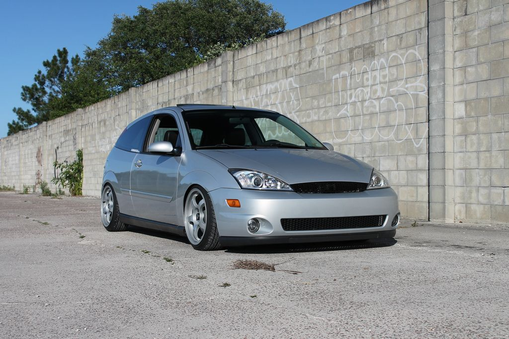 Low Silver Ford Focus mk1, big rims from USA FordFocus