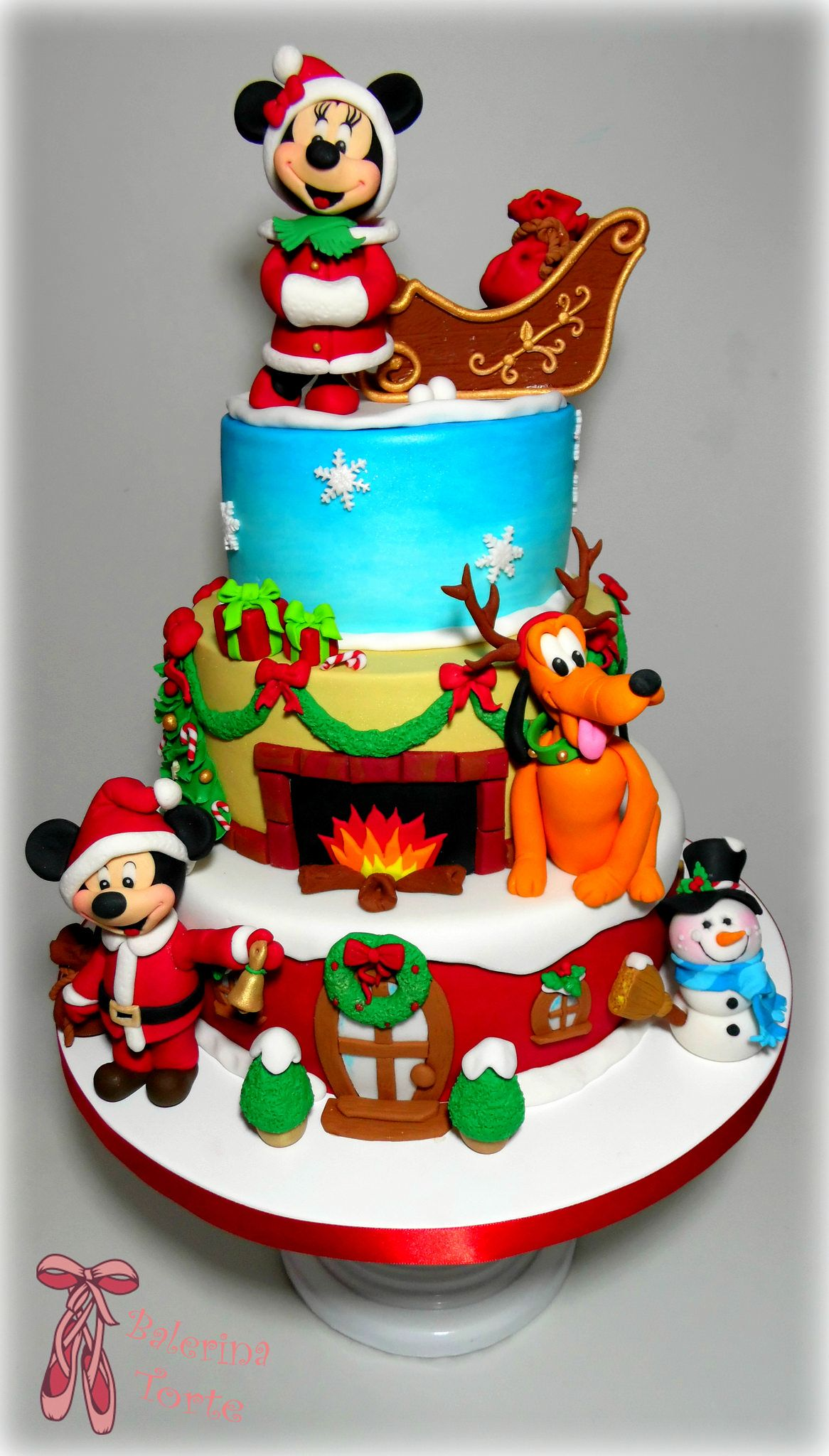 Disney Mickey and Minnie Mouse lovely Christmas cake