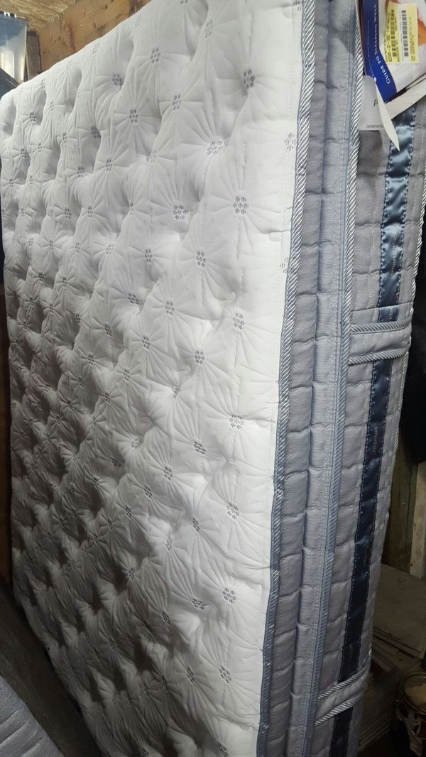 New Never Used I Have A Queen Mattress Set Box
