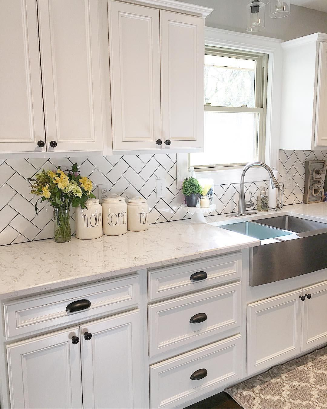 White kitchen, kitchen decor, subway tile, herringbone