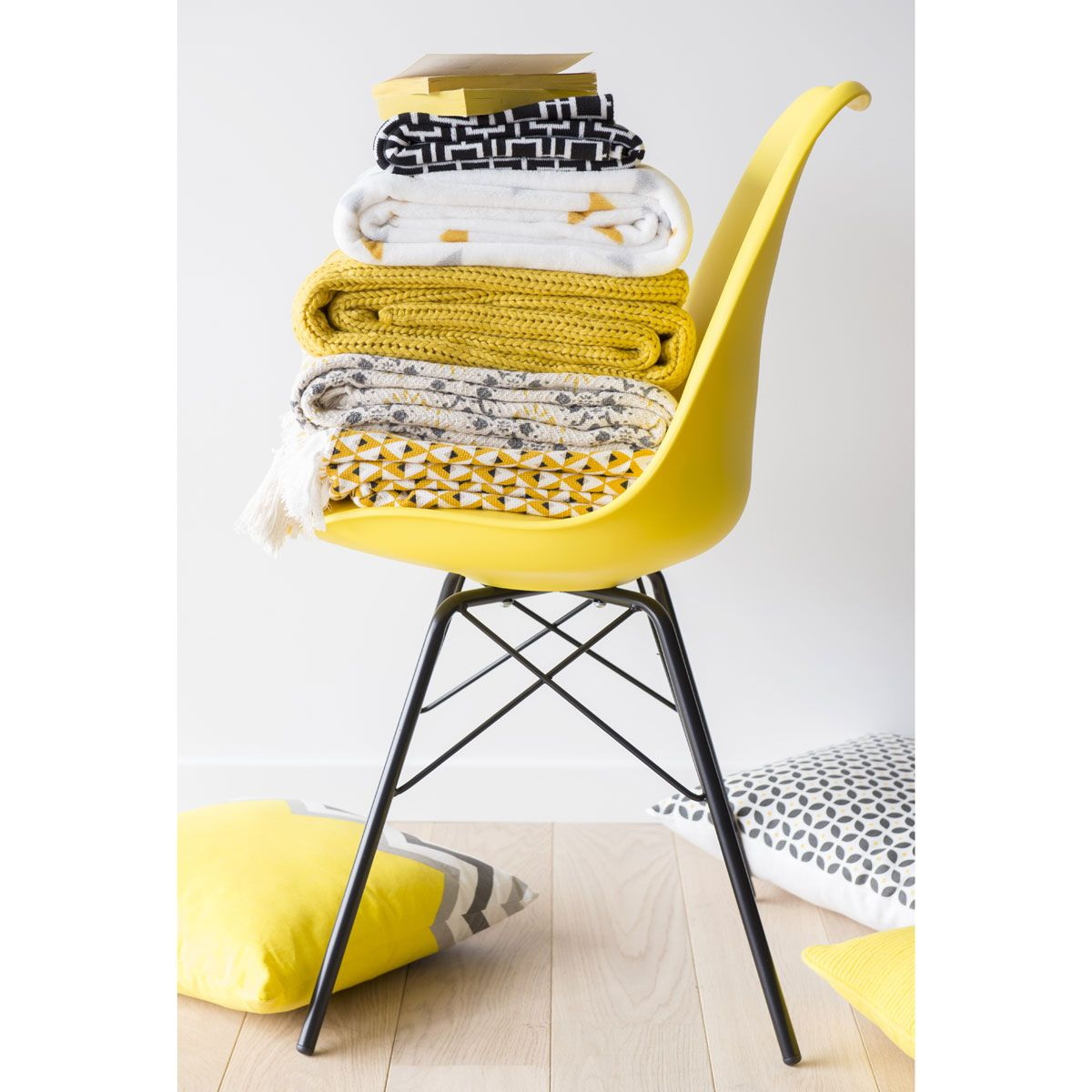 Chaise En Et Mtal Jaune Coventry Maisons Du Monde With