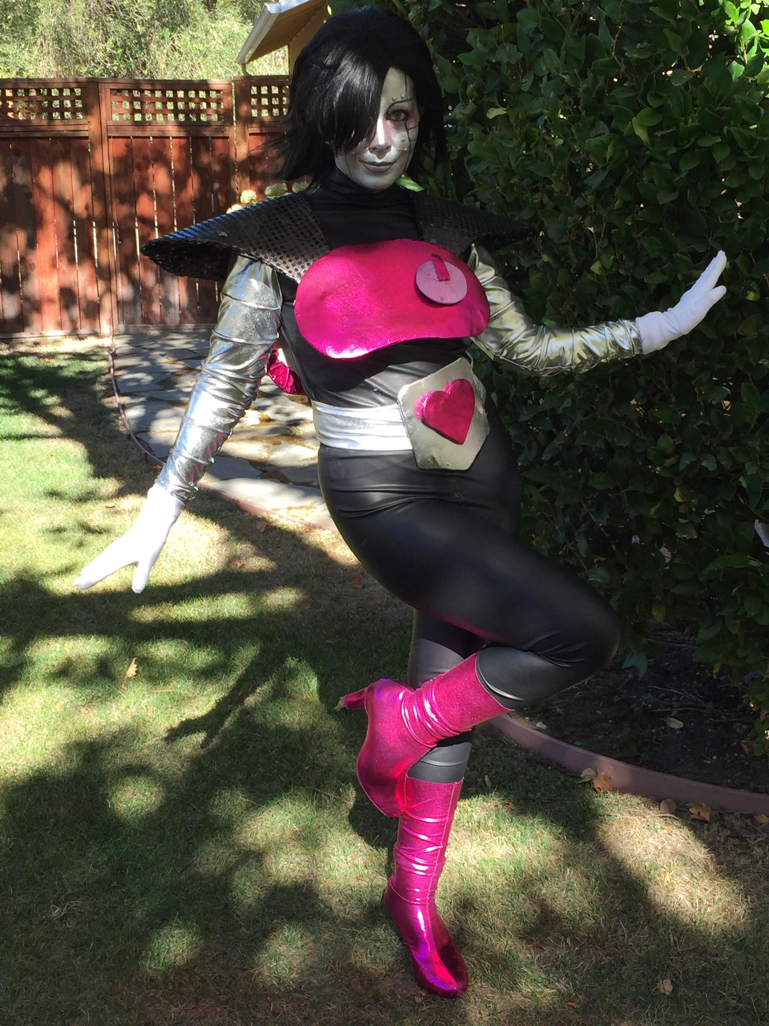 [Self] Mettaton EX (Undertale) cosplay http//bit.ly