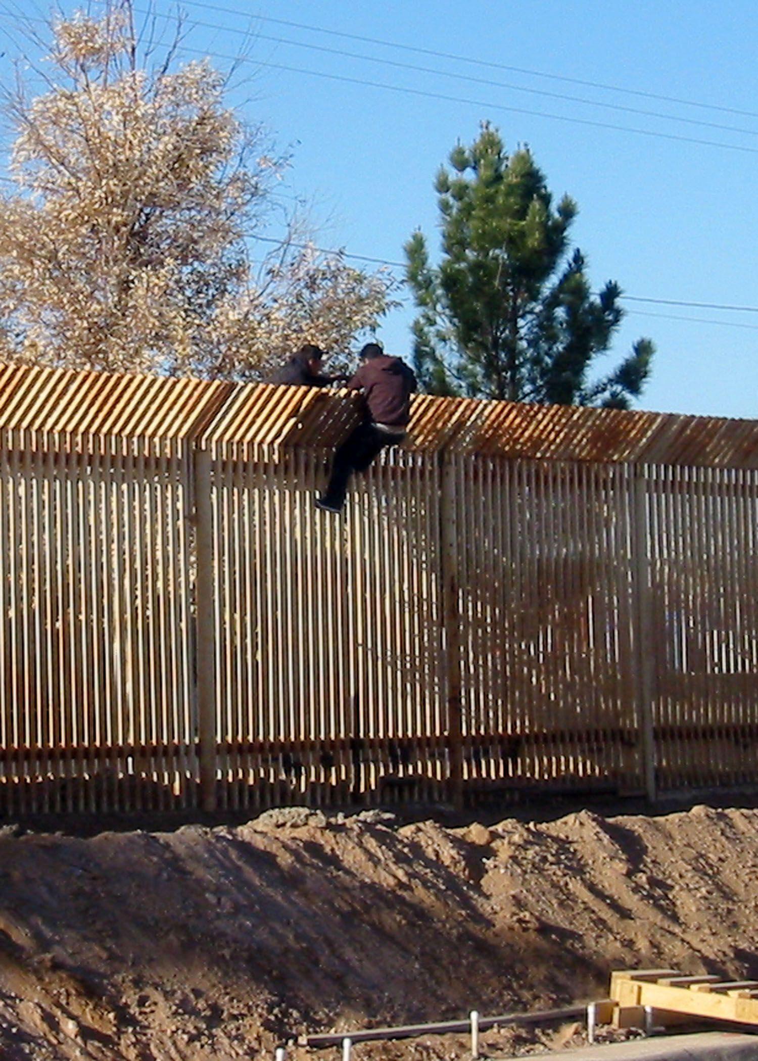 USA Mexico border fence USA / Mexico Border Fence