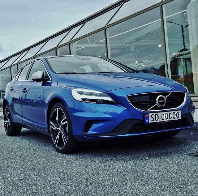The new V40 RDesign in Bursting Blue Photo by