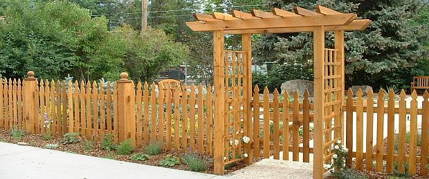 15 Most Gorgeous Amp Affordable Backyard S Cedar Fencing Ideas