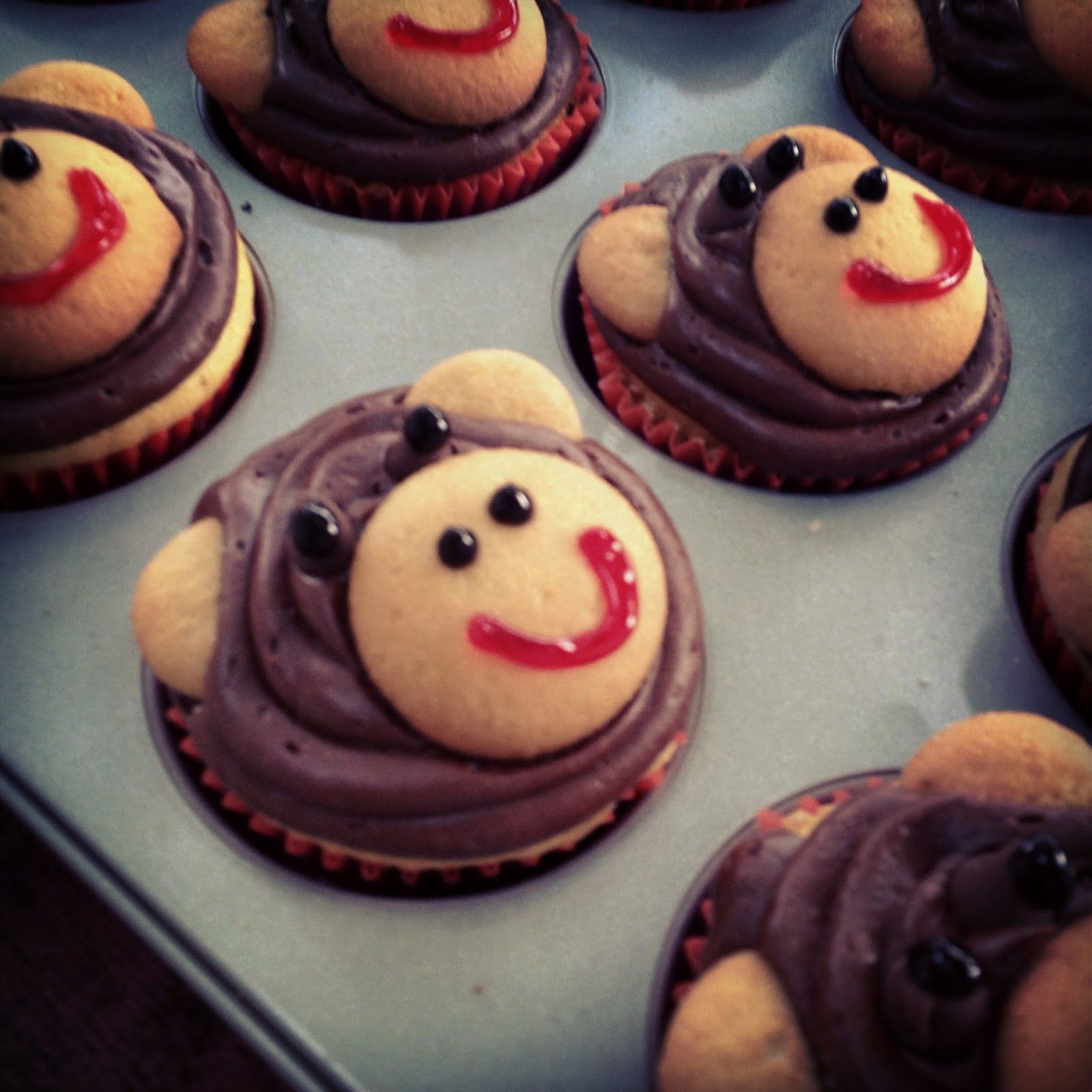 Best 25 Monkey Cupcakes Ideas
