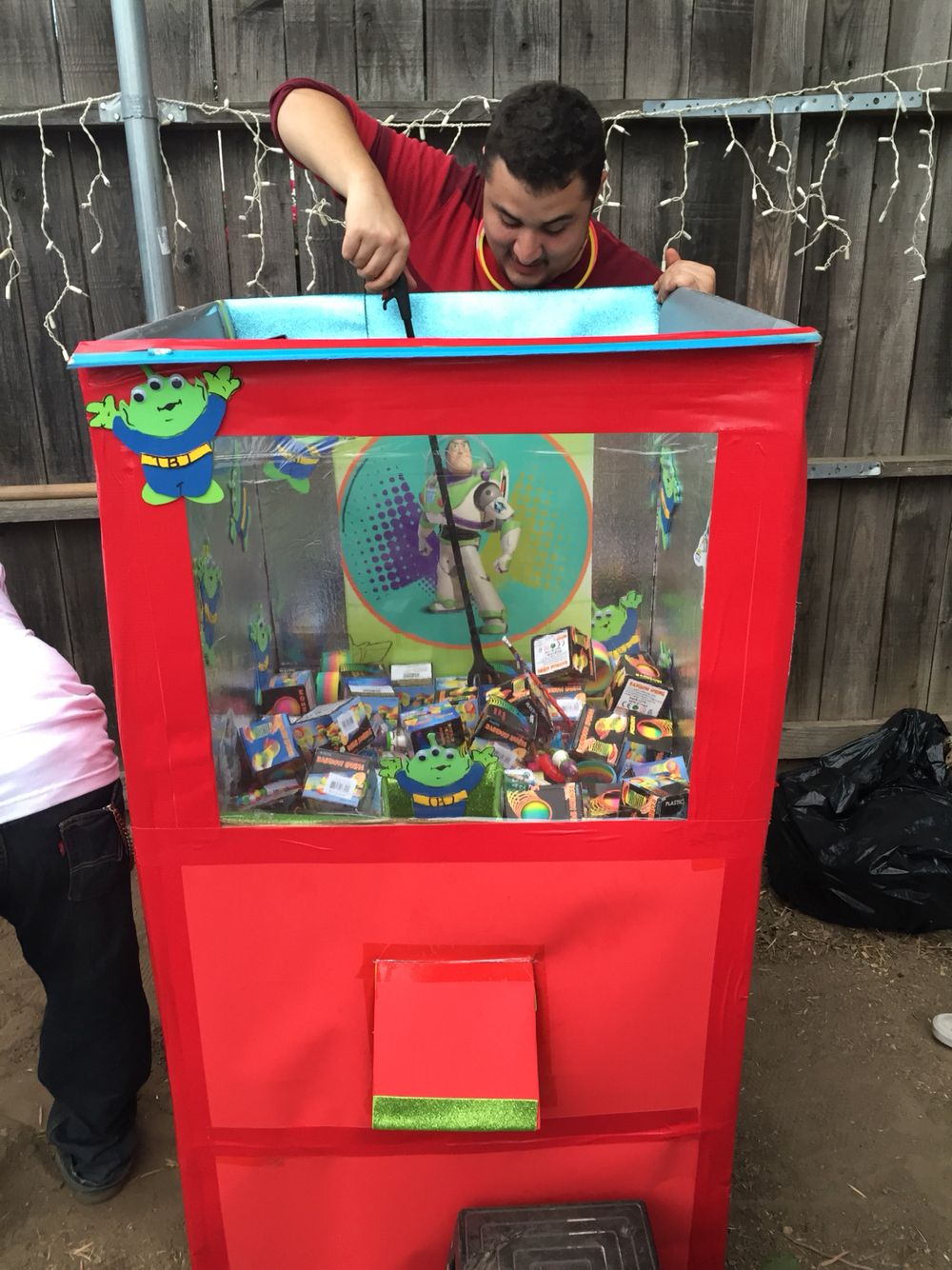 The Claw machine. DIY toy story Cynthia's DIYs
