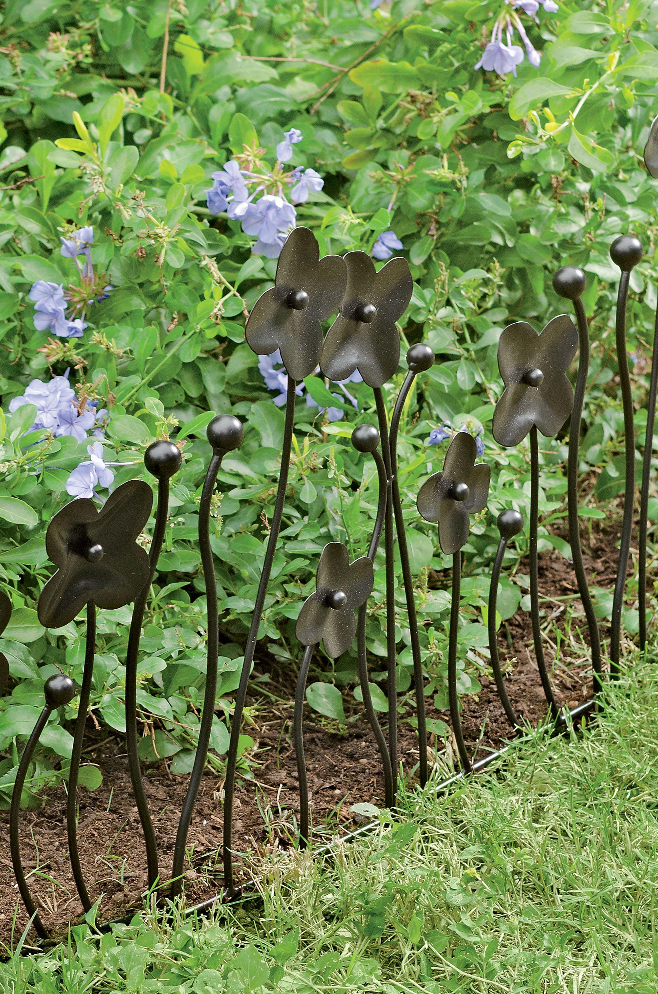 lovely idea to keep dogs out of the garden!! Garden Border