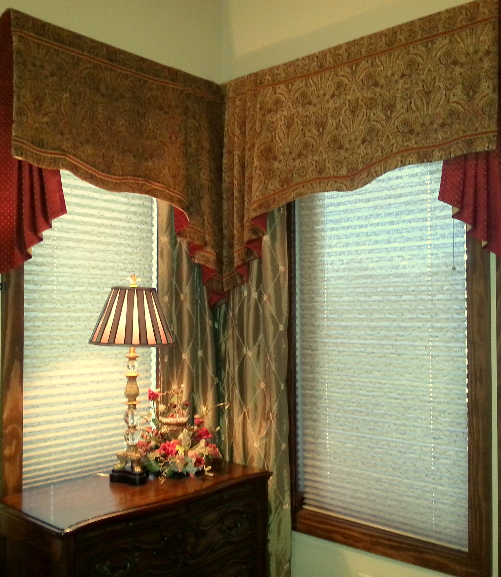 Swag Valance And Jabot With D Ry Panels In Master