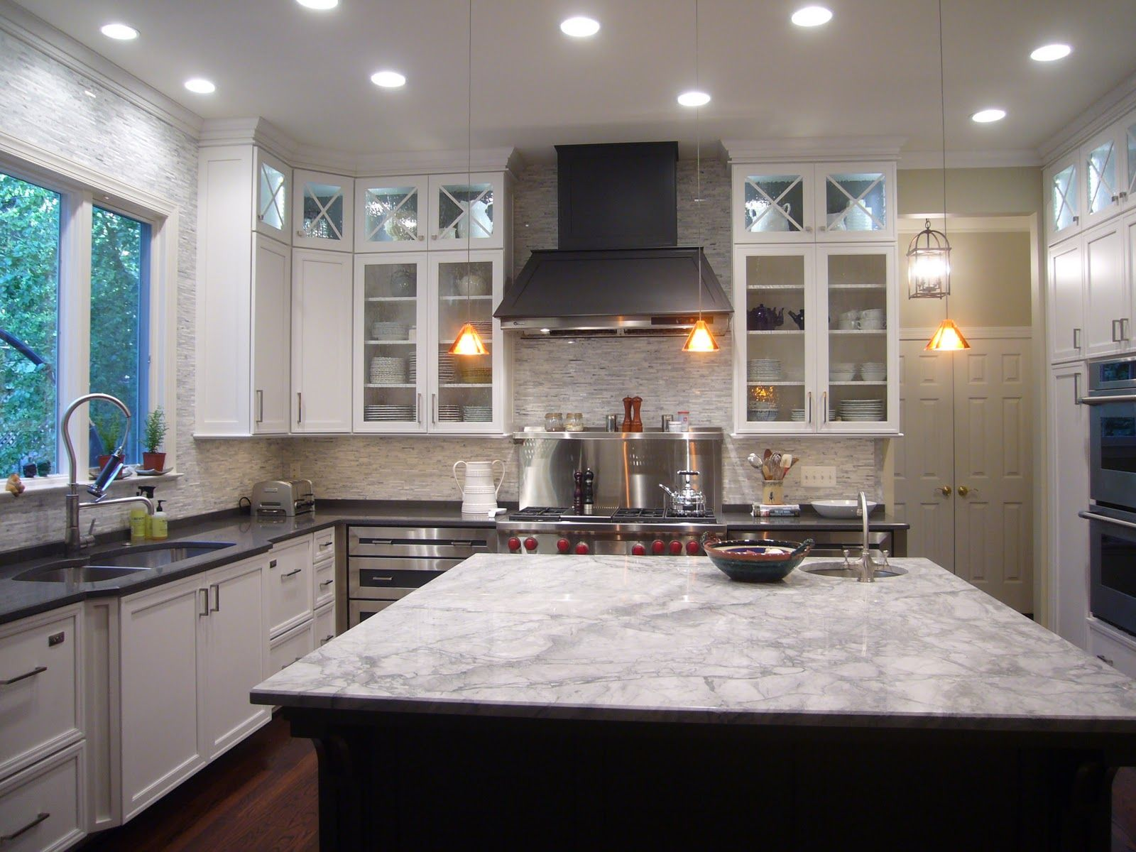 White Fantasy granite on the island and a compliment of