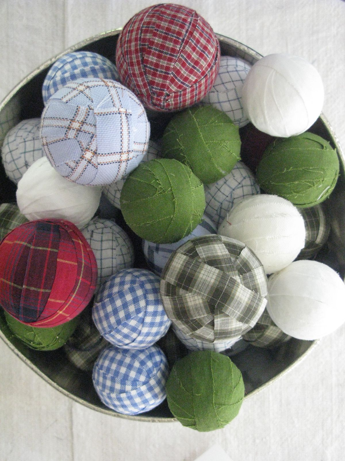 menswear inspired holiday rag wreath Tablescapes, Scrap