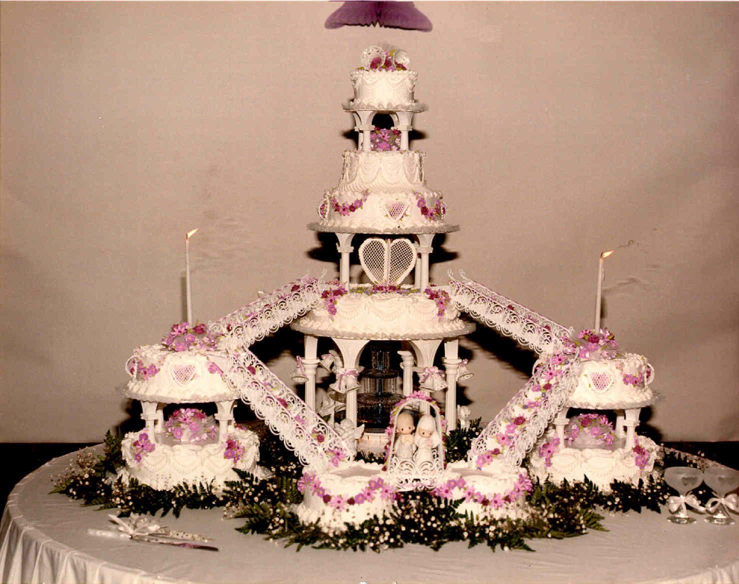 Big Wedding Cakes cake 9 a big wedding cake that took