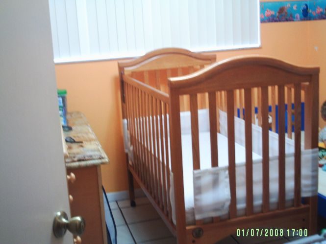 Crib With Mattress In Truku S Garage Hialeah Fl For 80 00 Excellent Condition