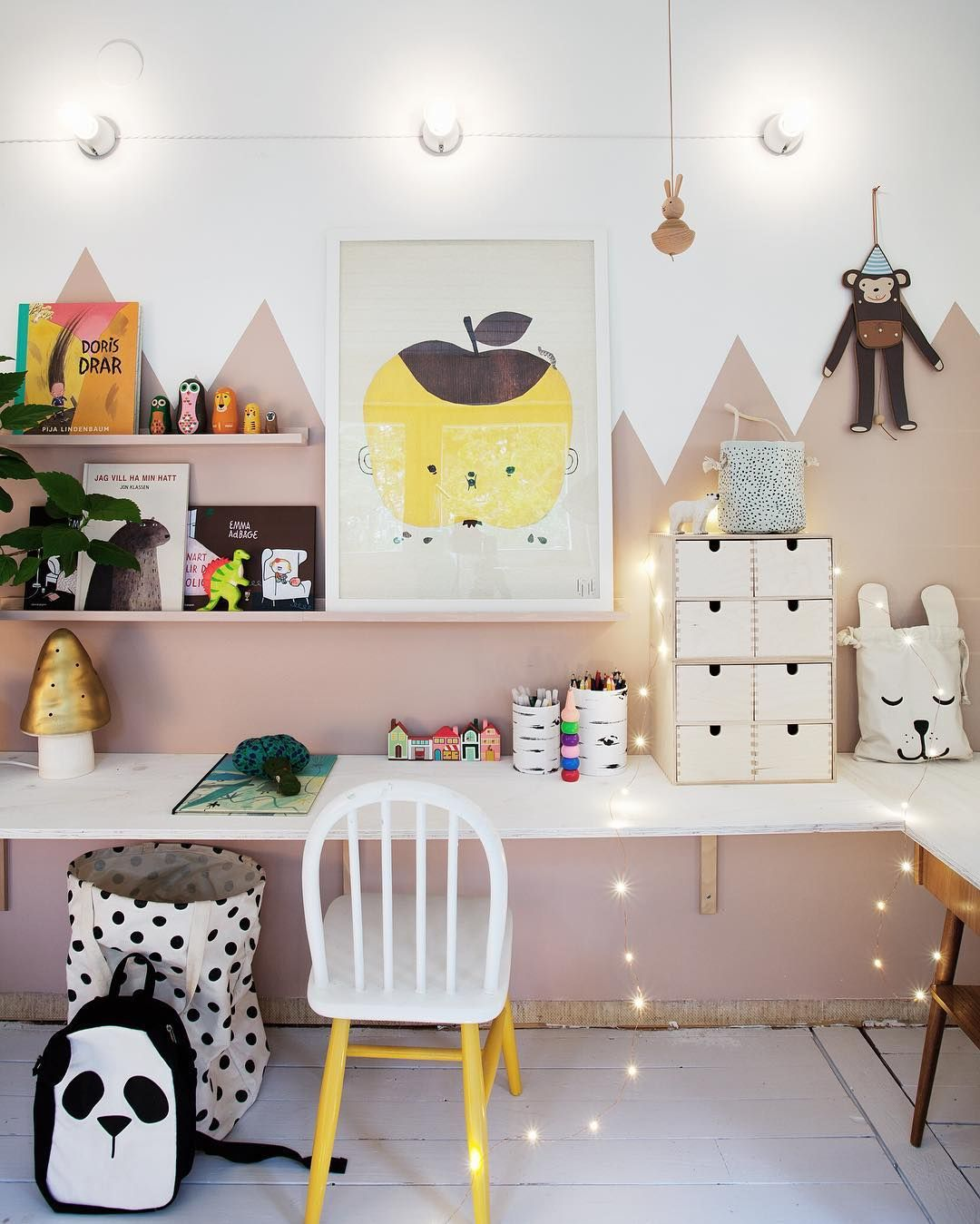 Kids study zone...future dining room/kitchen? Kidsrooms
