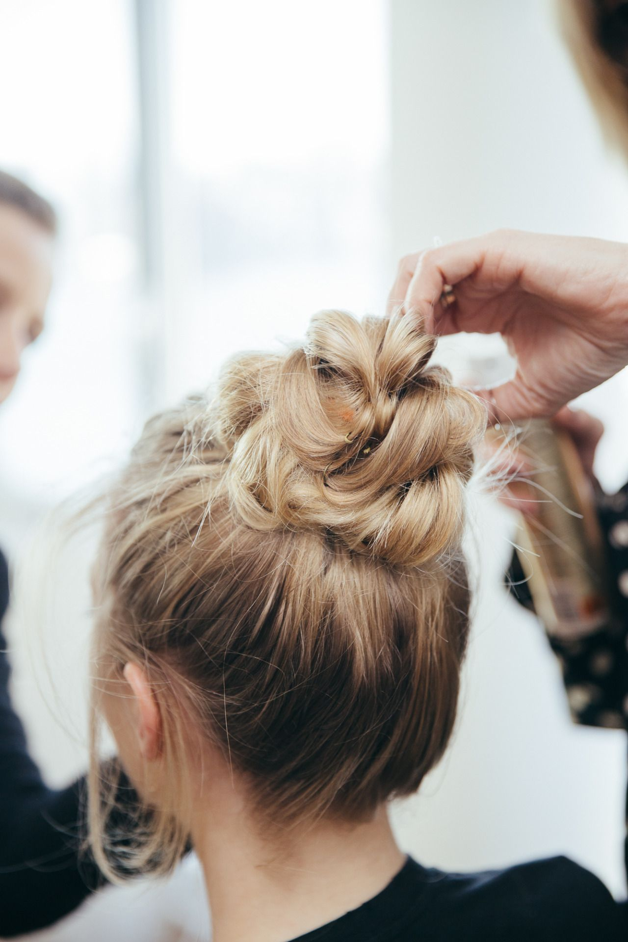 What a gorgeous and simple hairstyle This is perfect for those