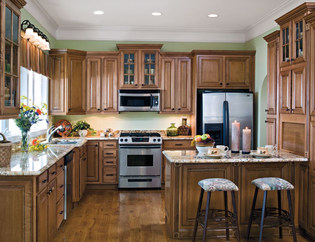 Warm brown kitchen in Maple, featuring Cocoa
