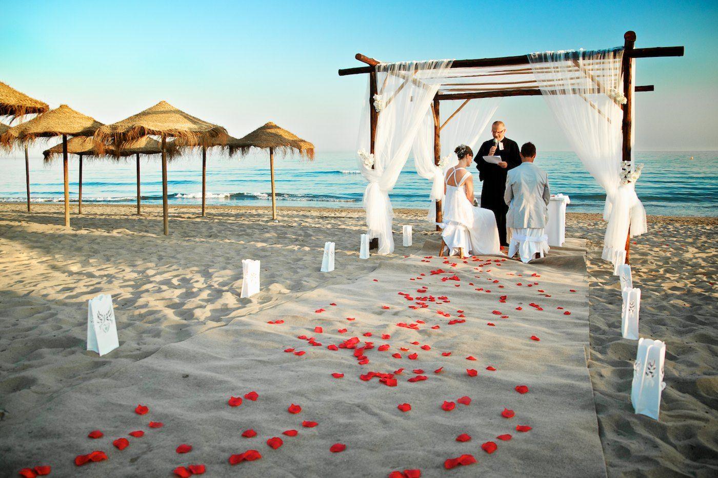 16 Unique and Beautiful Wedding Backdrop Ideas Seaside