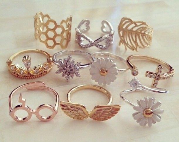 Bildergebnis für girls with]gold and silver rings