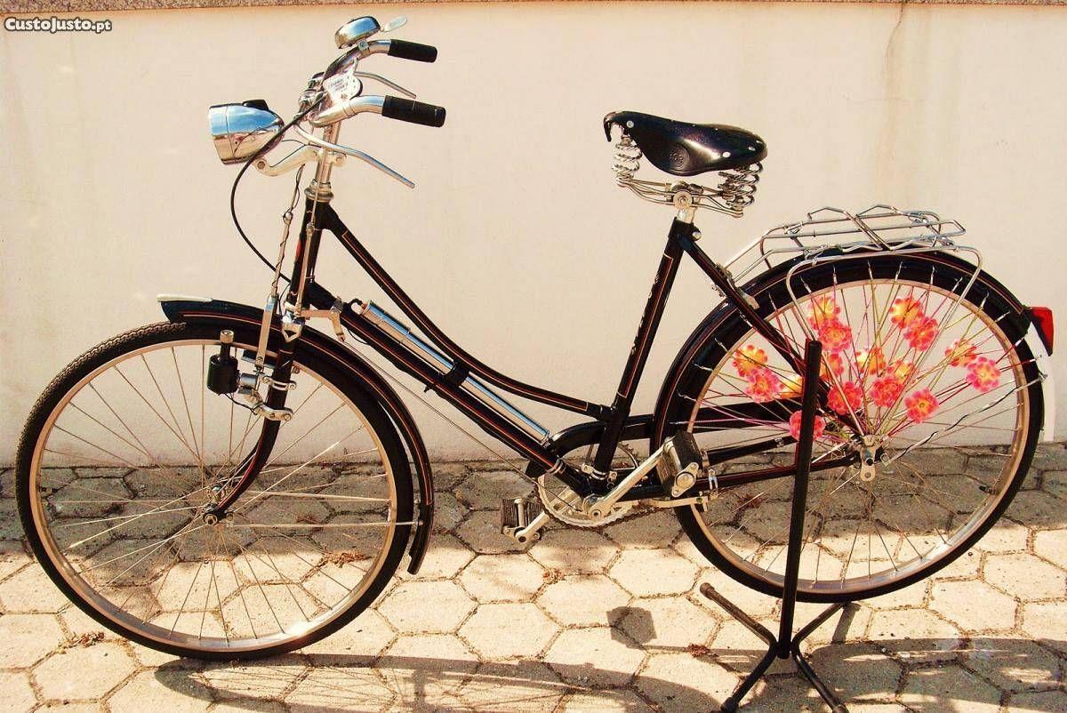 Varias Bicicletas antigas Pasteleiras de senhora . à