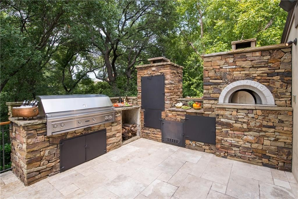 Outdoor Kitchen with smoker and pizza oven Fort Worth
