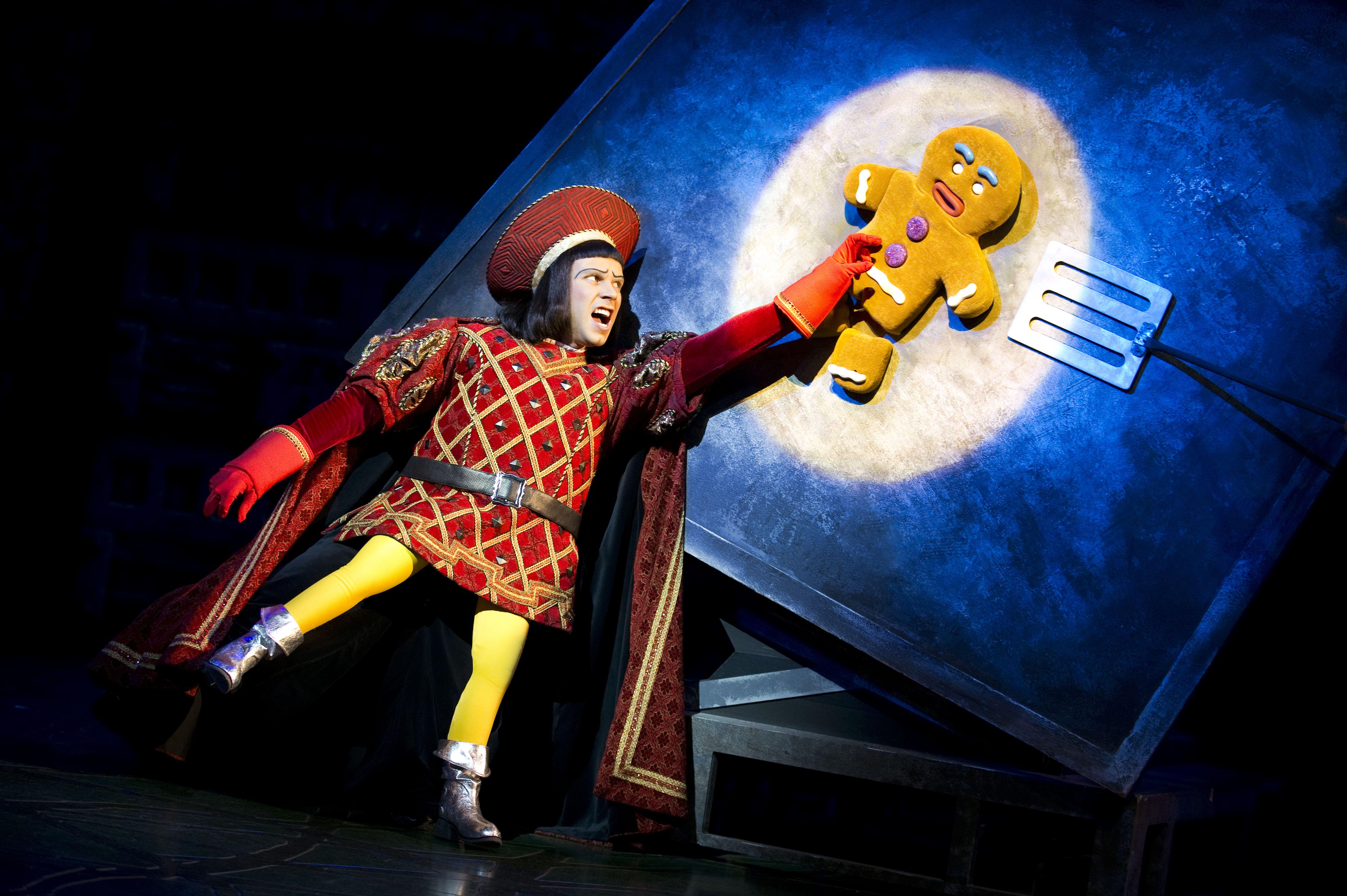 Lord Farquaad witht he Gingerbread man shrek musical