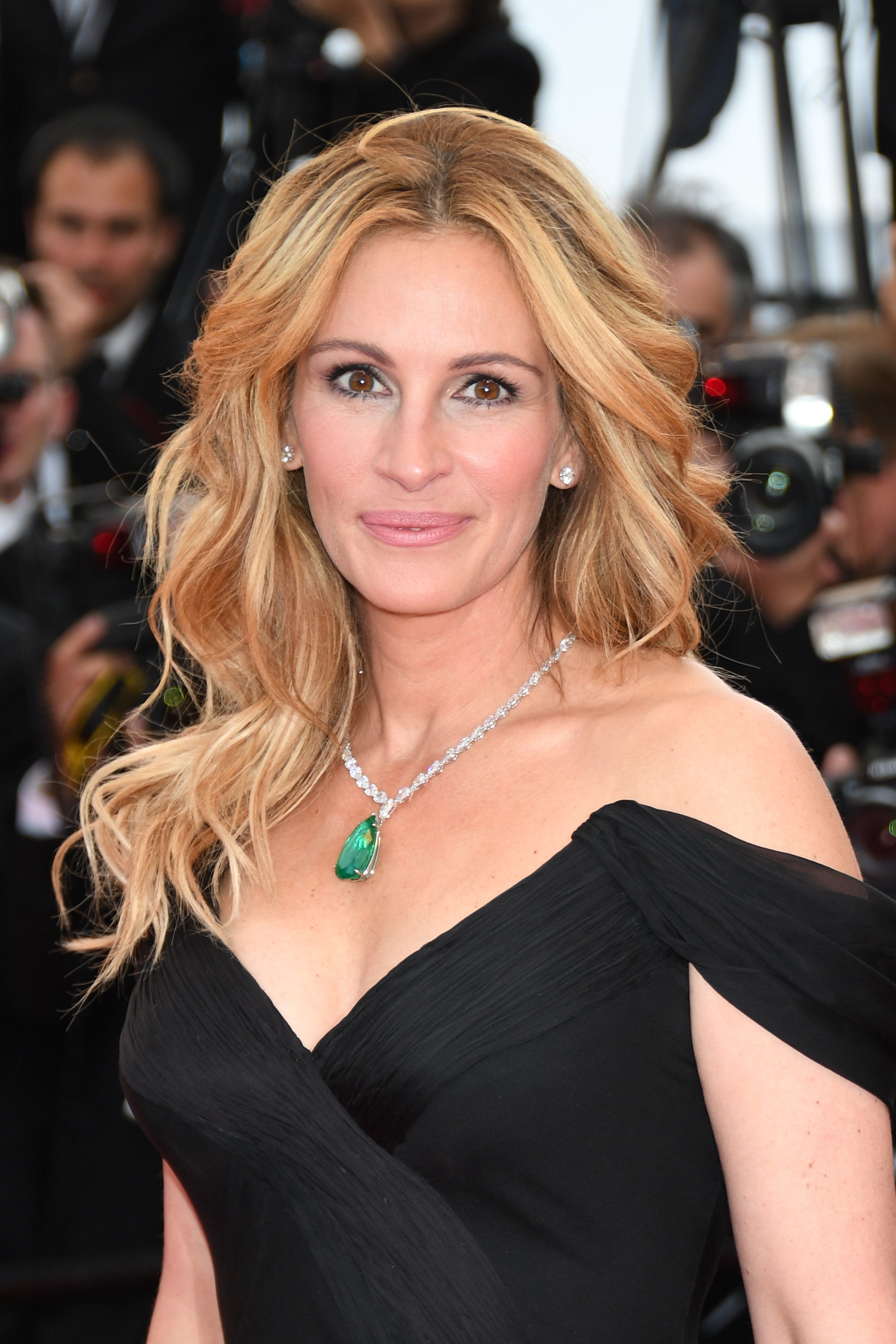 A Celebration of Julia Roberts Most Iconic Hair Moments