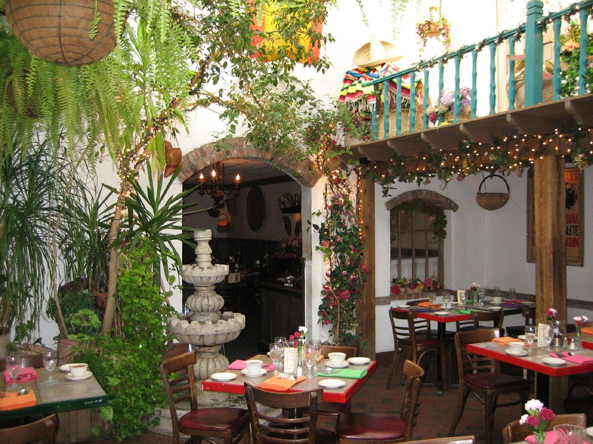 Mexico A glass roof over thisMexican courtyard allows