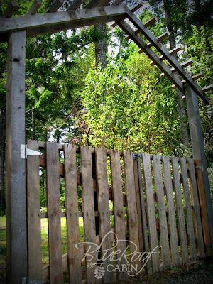 blue roof cabin: DIY-Pallet Gate with Garden Trellis using Salvaged Wood